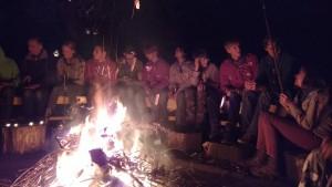 Gezellig aan het vuur met marsmallows